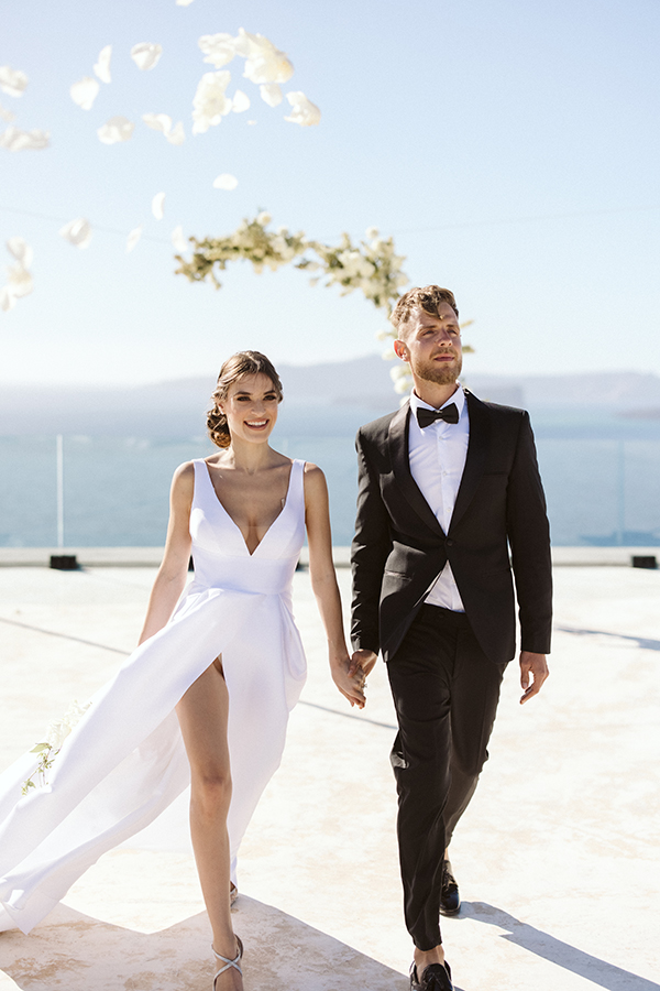 magnificent-styled-shoot-santorini-island-romantic-roses-white-pink-hues_03