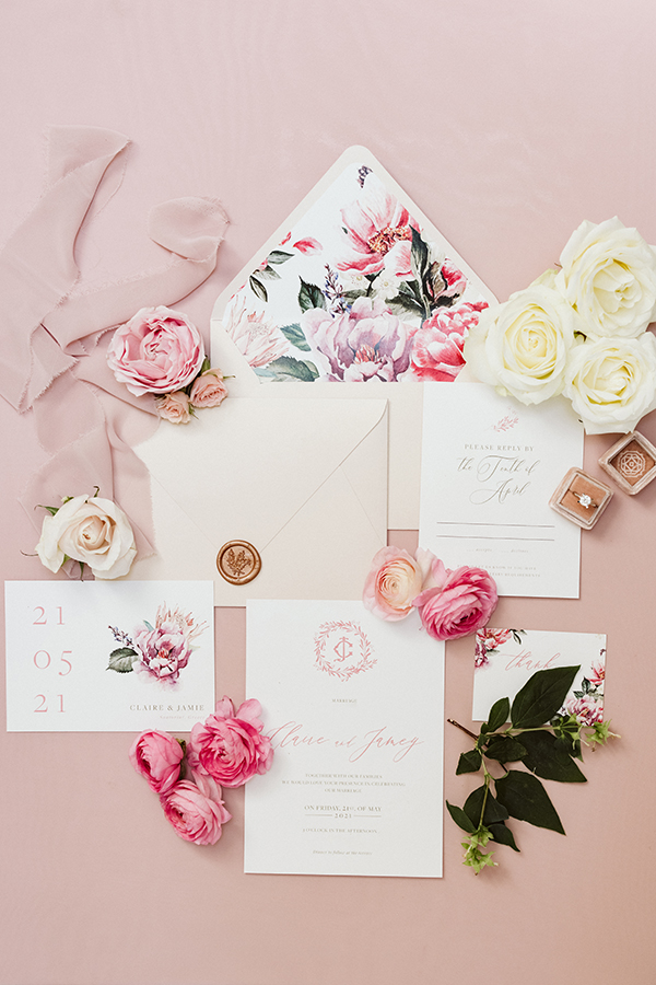 magnificent-styled-shoot-santorini-island-romantic-roses-white-pink-hues_04