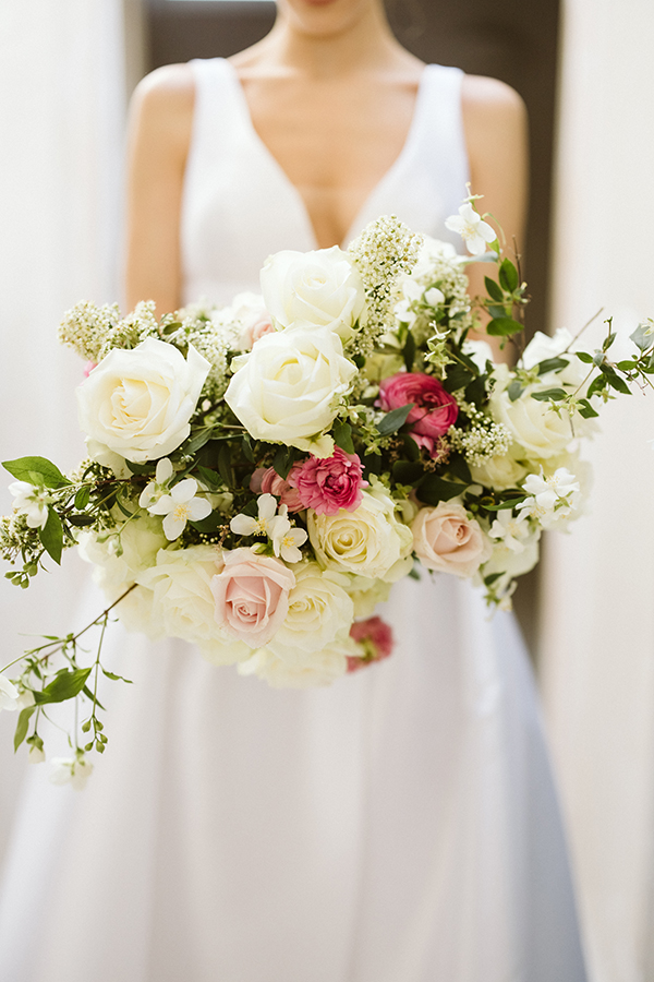 magnificent-styled-shoot-santorini-island-romantic-roses-white-pink-hues_06