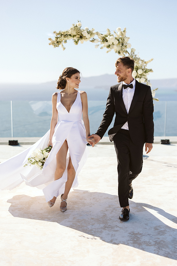 magnificent-styled-shoot-santorini-island-romantic-roses-white-pink-hues_10