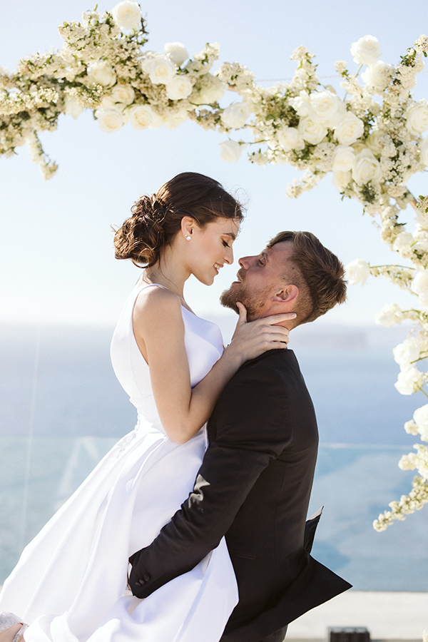 magnificent-styled-shoot-santorini-island-romantic-roses-white-pink-hues_10x