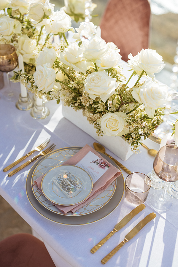 magnificent-styled-shoot-santorini-island-romantic-roses-white-pink-hues_12