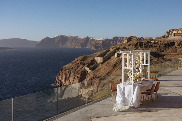 magnificent-styled-shoot-santorini-island-romantic-roses-white-pink-hues_12x