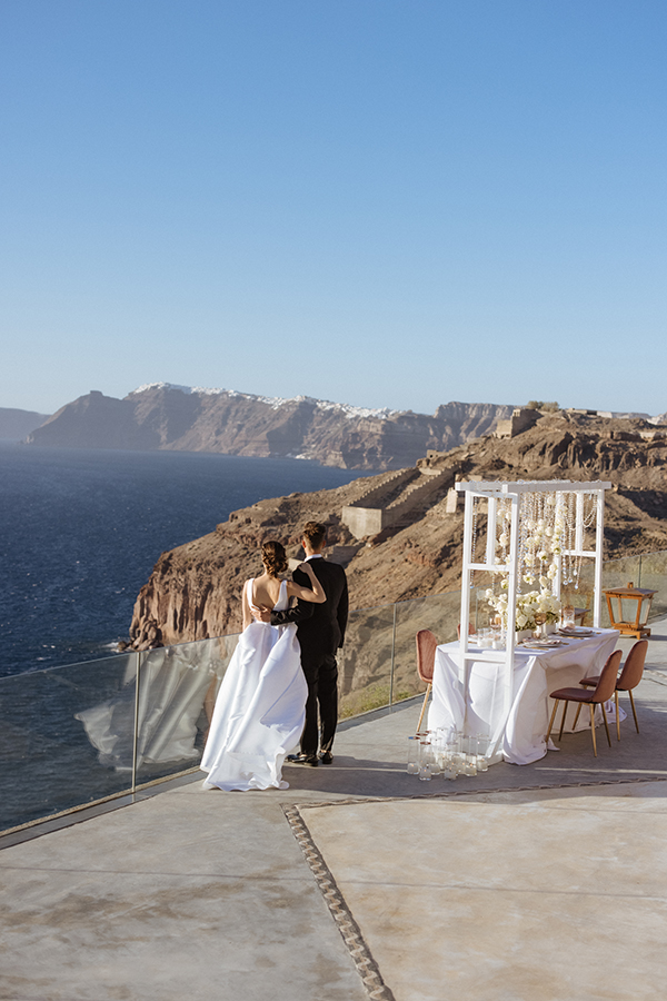 magnificent-styled-shoot-santorini-island-romantic-roses-white-pink-hues_14x