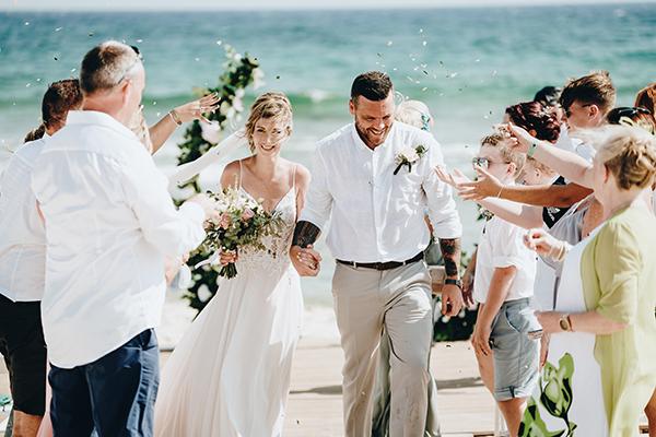 Υπαίθριος καλοκαιρινός γάμος στην Κύπρο δίπλα στη θάλασσα │ Sophie & John
