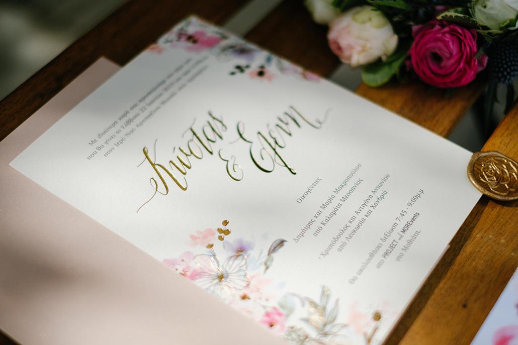 Φλοραλ προσκλητήρια γάμου με ρομαντικό στυλ