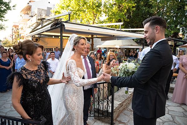 romantic-summer-wedding-venue-elena-olive-bohemian-touches_01x