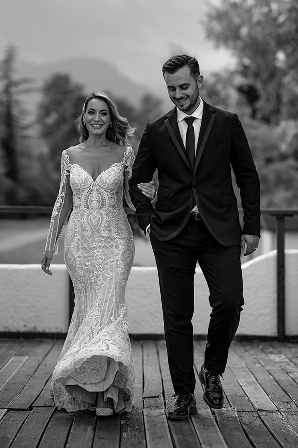 romantic-summer-wedding-venue-elena-olive-bohemian-touches_12x