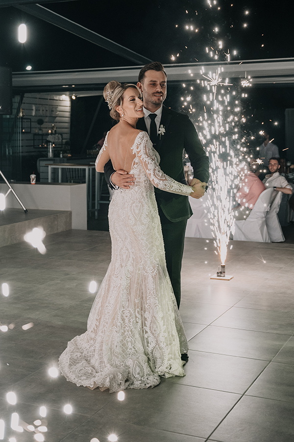 romantic-summer-wedding-venue-elena-olive-bohemian-touches_17x