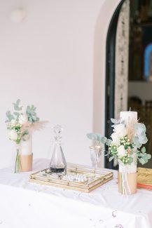 Λευκές λαμπάδες γάμου σε χρυσές elegant βάσεις